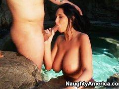 Проститутка с маленькой грудью готова исполнять желания